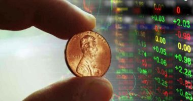 best penny stocks to buy right now this month coin hand fingers